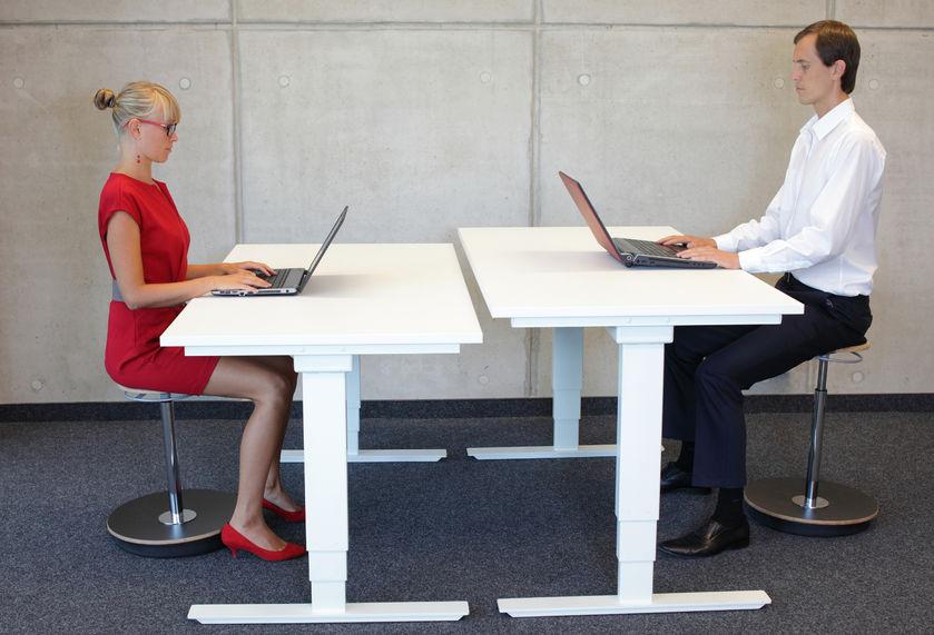Biztosítson szabadságot az irodai munkavégzés során elektromos íróasztallal!