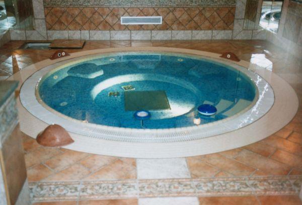 Különleges fürdők és medencék otthonában
