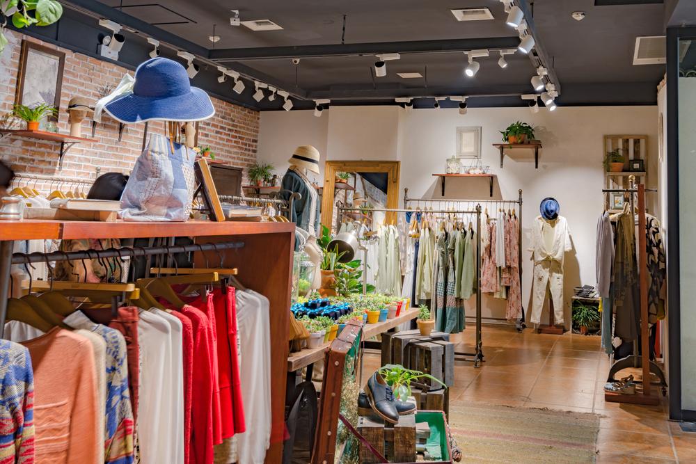 Milyen legyen a használt ruha bolt berendezése?