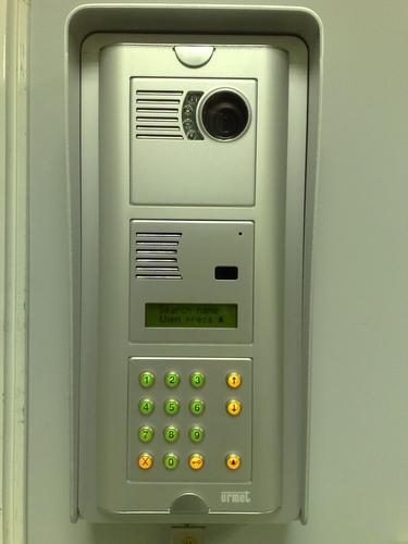 A kapunyitók és telefonok előnyeiről
