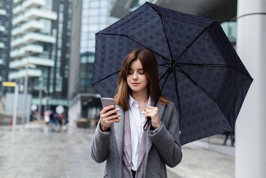 Hasznos céges ajándék őszre? Kiváló ötlet az emblémázott esernyő!