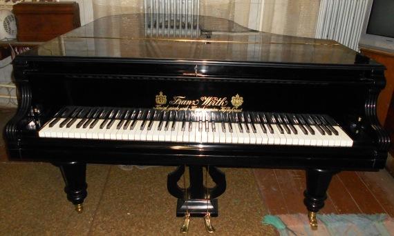 A régi zongorák felújítója